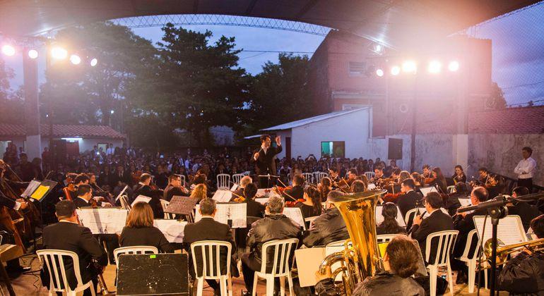 La Orquesta Sinfónica de la Ciudad de Asunción recorrió los barrios con música.