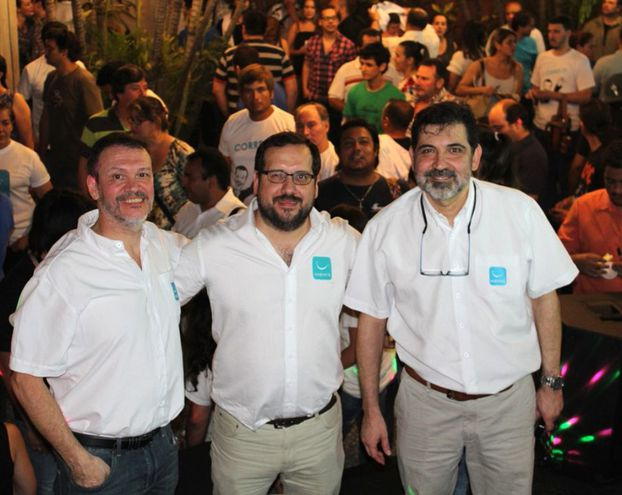 """Eduardo Viedman (centro), junto a los actuales legisladores de Hagamos Tito Ibarrola y Antonio """"Tony"""" Apuril."""
