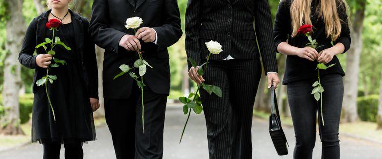 Familia en un funeral.