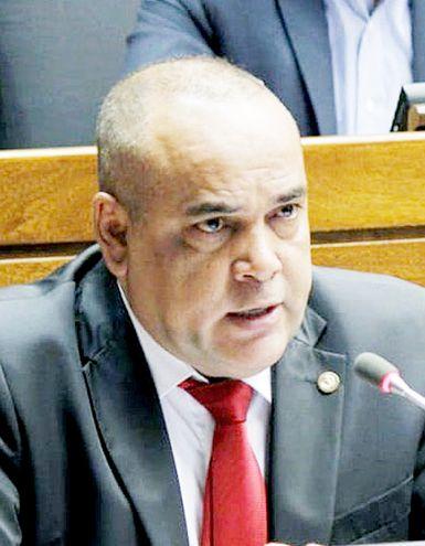 """El diputado por el Dpto. de Pdte. Hayes Basilio """"Bachi"""" Núñez (ANR, cartista), quiere que Cartes jure en Senado."""