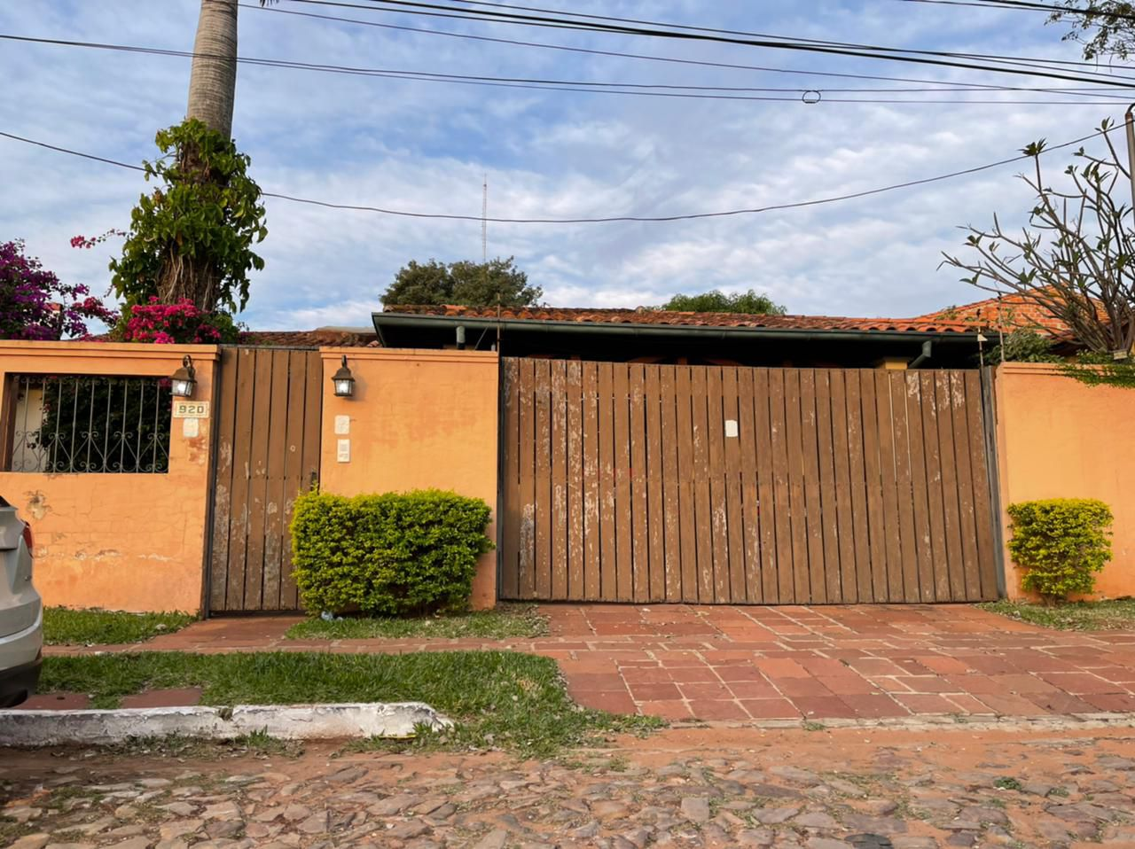Esmeralda 920. Detrás de estas murallas, la denuncia contra Fernando Román es un cuento.