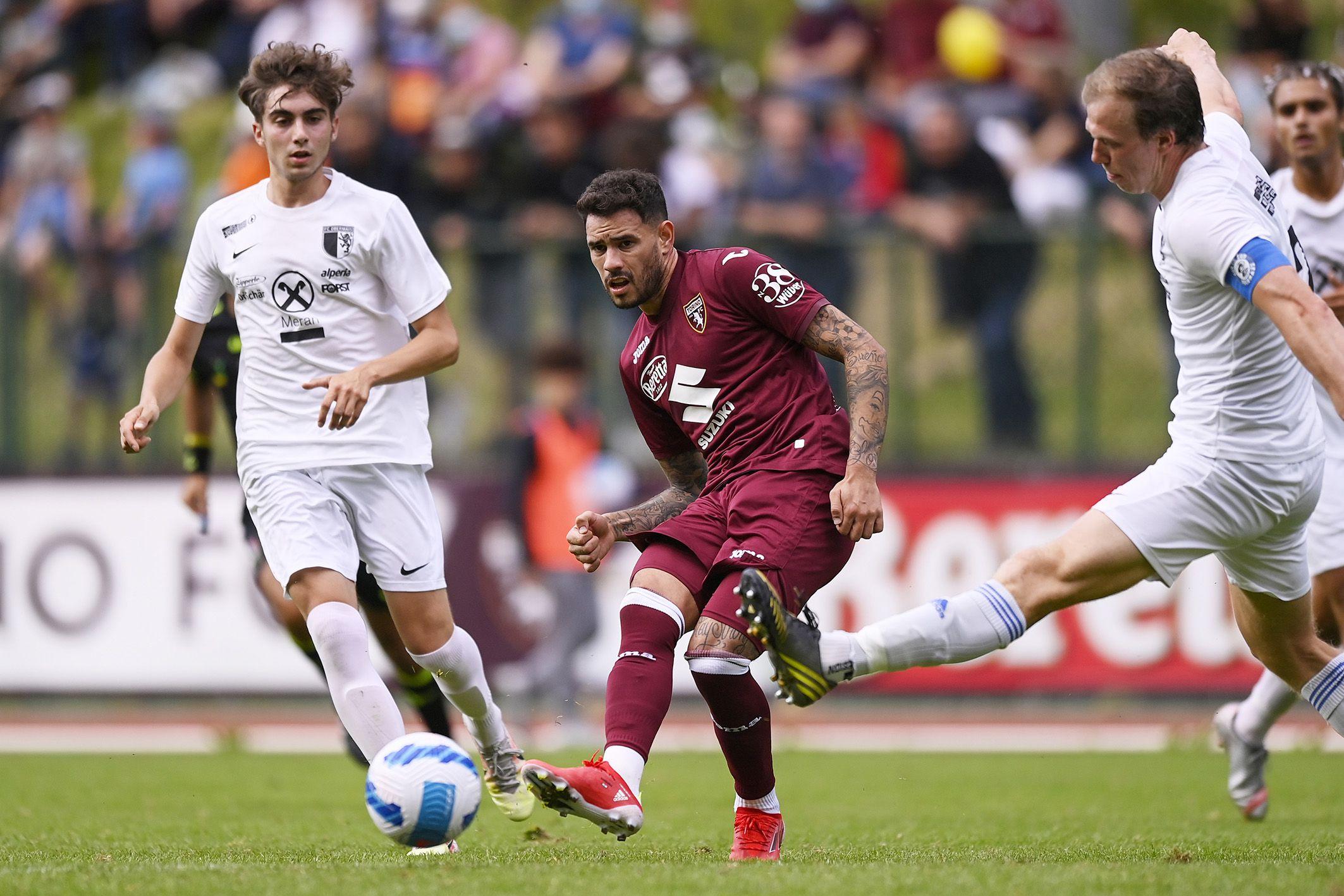 Antonio Sanabria anotando un gol par el Torino en un amistoso