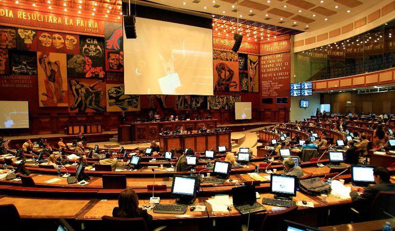 Sede del Congreso de Ecuador (archivo). El Legislativo destituyó a diputada señalada de ofrecer cargos públicos.