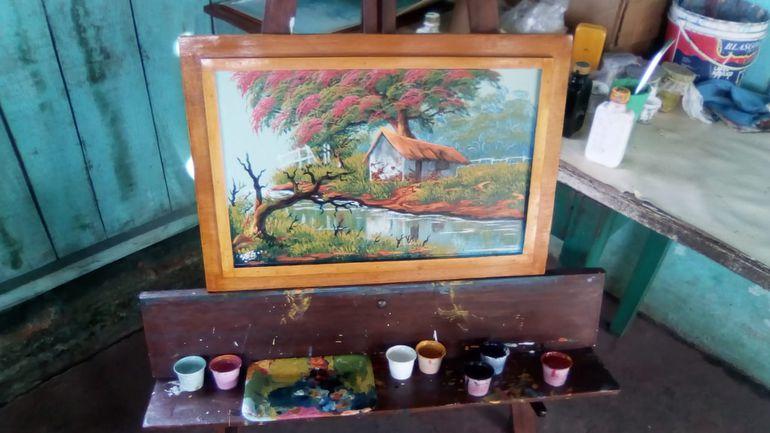 Relata que desde la adolescencia, le gusta pintar la naturaleza y el paisajismo.