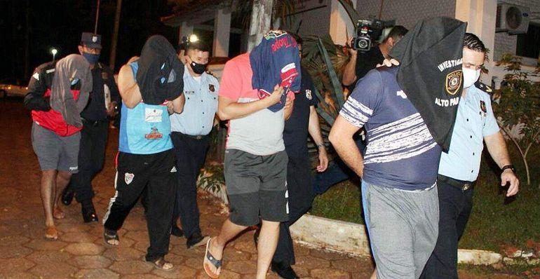 Policías detenidos y acusados de extorsión en TorínDecazenave <cazenave@abc.com.py>Destinatariofoto@abc.com.pyFecha21-07-2021 19:58