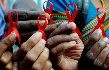 Casi 38 millones de personas viven con el VIH en el mundo, pero únicamente  62% sigue una triterapia.
