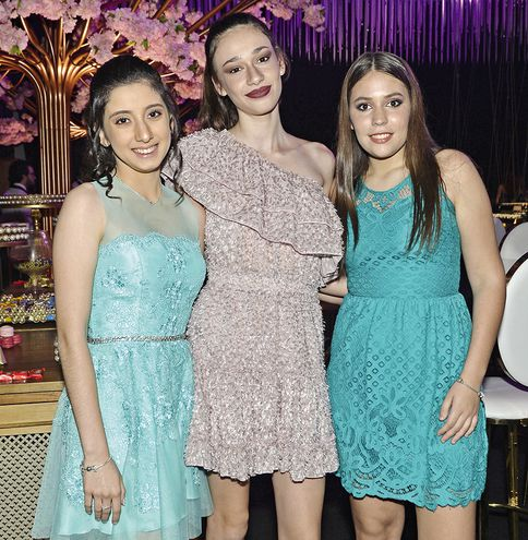 De fiesta. Angelina Ruckelshausen, Sabina Perasso y Eugenia Villalba