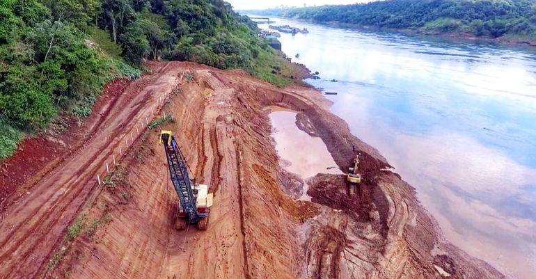 """Los trabajos para el segundo puente que unirá Paraguay con Brasil, """"el puente de la Integración"""", se desarrolla con normalidad."""