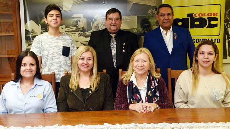 Rotarios del Chaco, Formosa y Corrientes, ayer en  la Redacción de diario ABC Color.