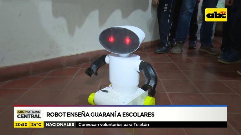 Robot enseña guaraní a escolares