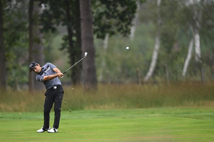 Fabrizio Zanotti durante el segundo recorrido del viernes del en el BMW PGA Championship en el que finalizó 20º. (AFP)