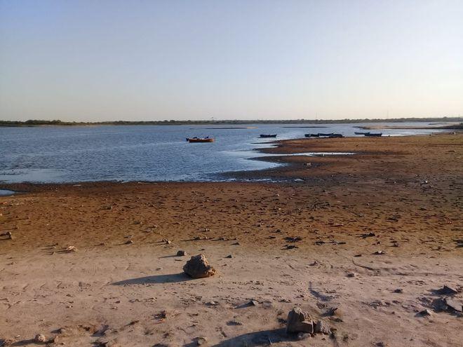 Nivel del río Paraguay bajo. Descenso.