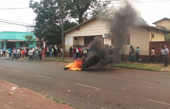 Los manifestantes repudian la decisión de la jueza electoral.