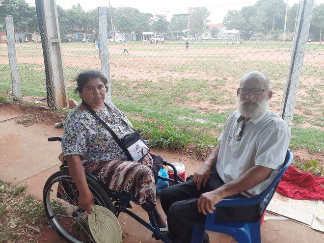 Ancianos desamparados esperan ayuda de la ciudadanía.