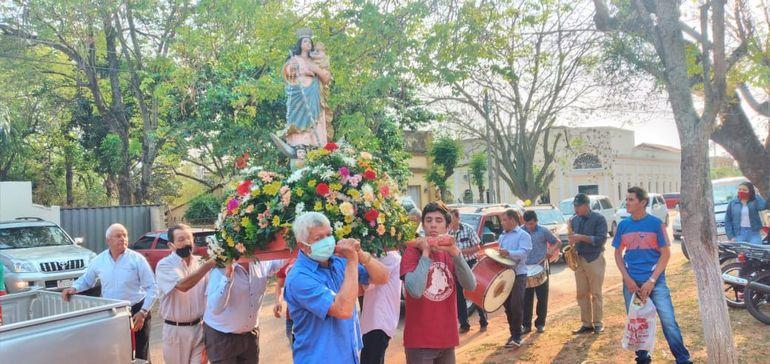 La feligresía católica de Acahay honró hoy a la Virgen del Rosario.