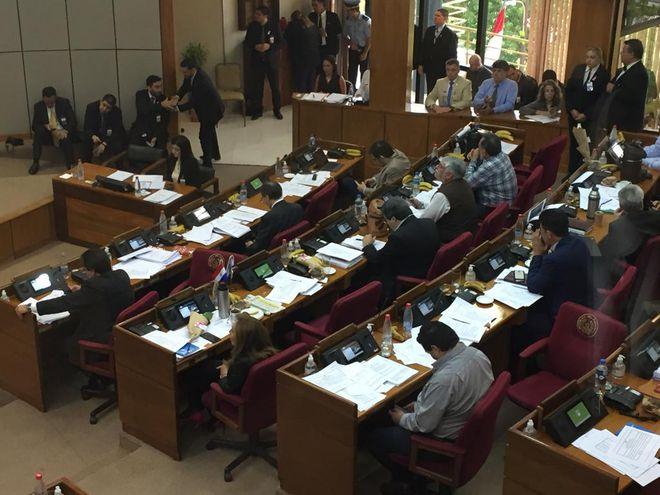 Sesión ordinaria en el Senado.