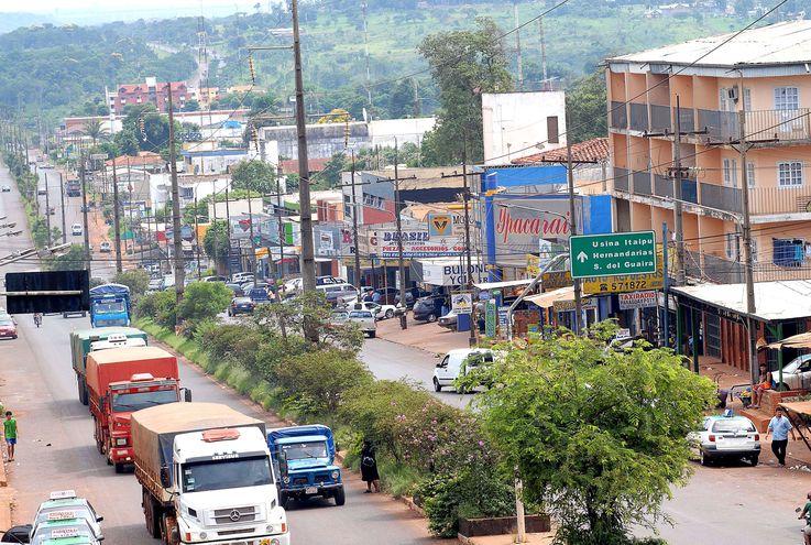 Unas seis mil propiedades de los barrios Pablo Rojas, Che la Reina y Don Bosco se encuentran en peligro debido  al municipio.