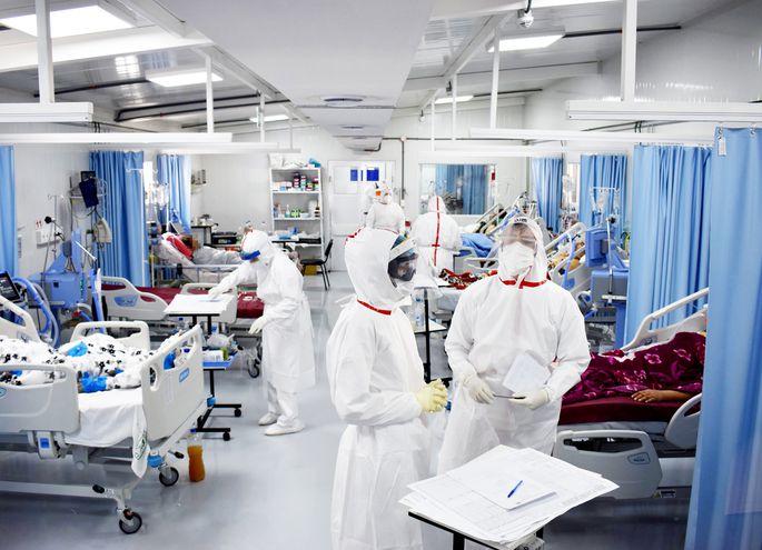 En todo el país existe un total de  509 camas de terapia intensiva. El Ministerio de Salud informó ayer que el número de terapias solo podrá crecer entre 30 y 40 camas más porque el país no cuenta con suficientes profesionales médicos intensivistas.