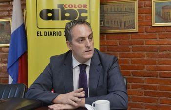 El embajador del Uruguay deberá dar explicaciones sobre las sospechas de presencia de Juan Arrom y Anuncio Martí en territorio uruguayo.