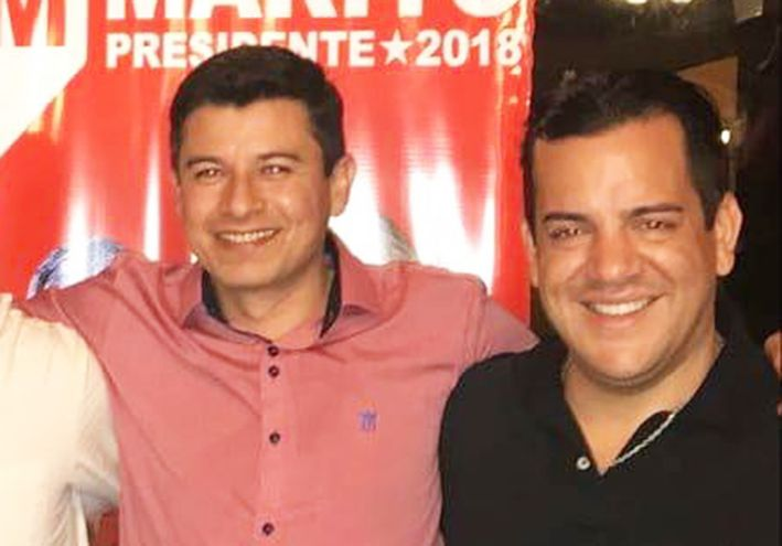 Mario Vega (camisa rosada), junto al ministro de Agricultura, Rodolfo Friedmann.