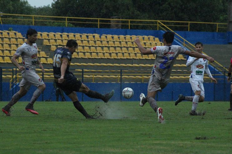 Trinidense e Iteño empataron sin goles en el Martín Torres