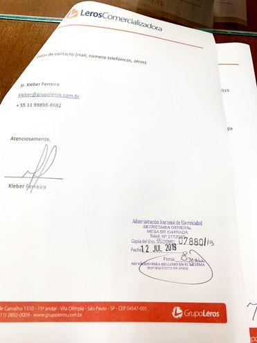 Parte de la documentación recibida en la ANDE y proveniente del Grupo Léros de Brasil. El propio abogado menciona en mensajes que la firma está ligada a la familia Bolsonaro.