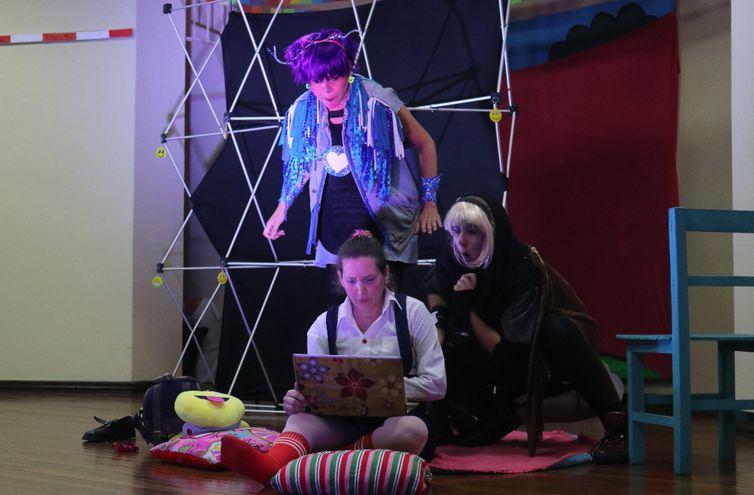 Aura Brítez, Mariel von Nowak y Carmen del Sol crearon y protagonizan la obra.