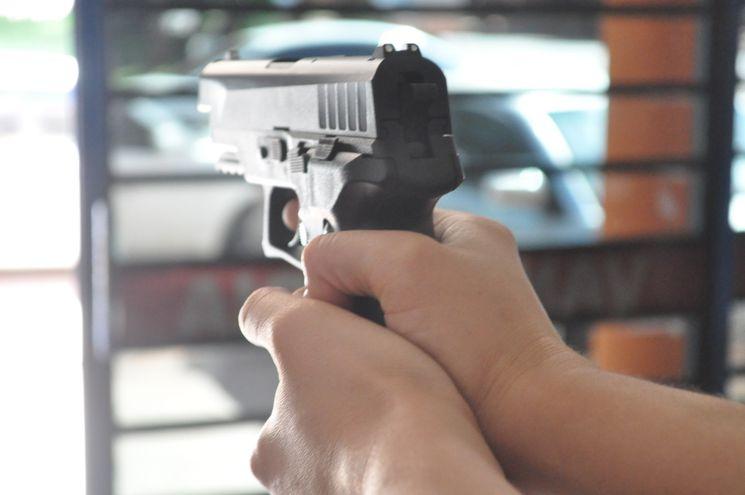 Los delincuentes intimaron a las víctimas con armas de fuego. (Foto ilustrativa).