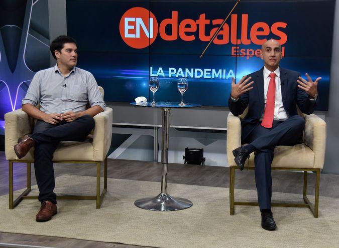 En estudios de ABC TV, Guillermo Sequera y el ministro Julio Mazzoleni.