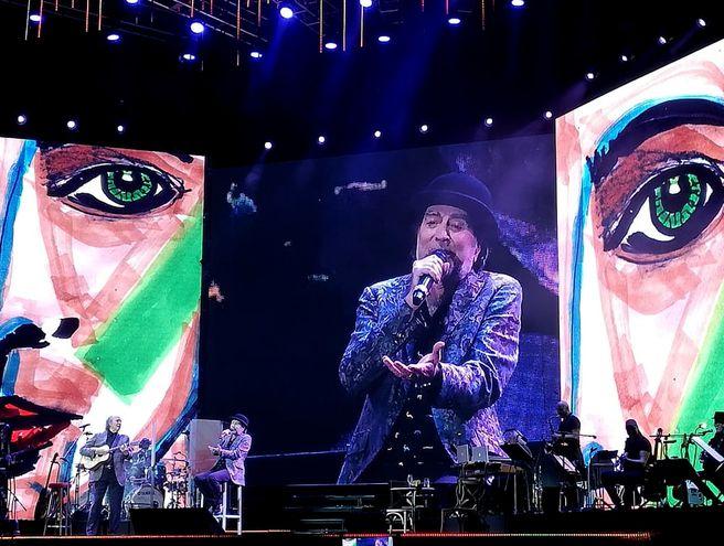 Joaquín Sabina durante el concierto que ofreció junto a Joan Manuel Serrat en Asunción, en noviembre pasado.