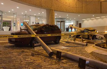 El sismo de 7.1 grados dejó daños en un hotel de Acapulco, en el estado de Guerrero. (AFP)
