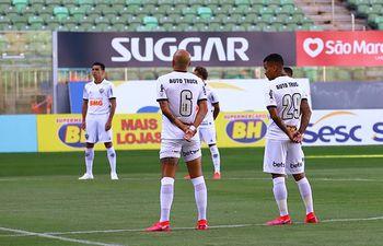 Junior Alonso (en el fondo a la izquierda) debutó en el Atlético Mineiro.