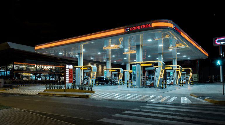 """Esta es la moderna estación de servicios que acaba de inaugurar Copetrol en un punto estratégico de la ciudad: Avda. Mcal. López y Avda. San Martín, donde hoy se realiza la promo """"Potente"""" de 18:00 a 19:35."""