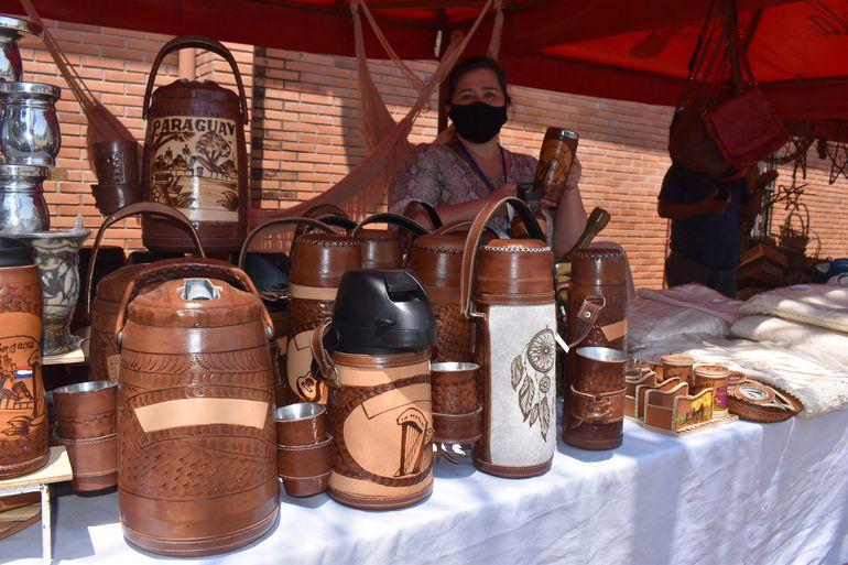 Productos artesanales elaborados en cuero.