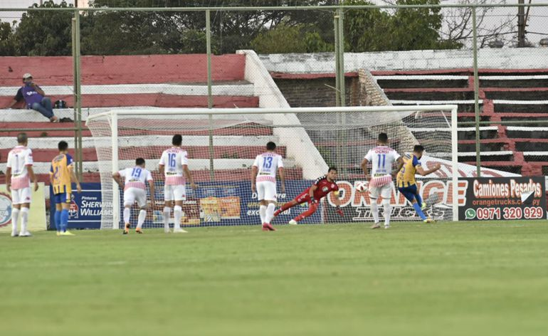 Primer gol de Luqueño marcado por Jorge Ortega