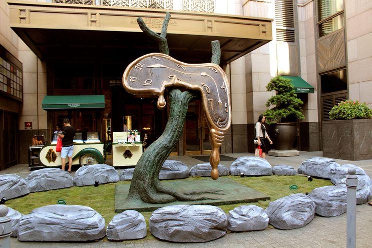"""La estatua """"Le profil du temps"""", del artista español Salvador Dalí, que alcanzó los 7,6 millones de yuanes (un millón de dólares, 911.660 euros) en la subasta organizada por la casa Christie's en China."""