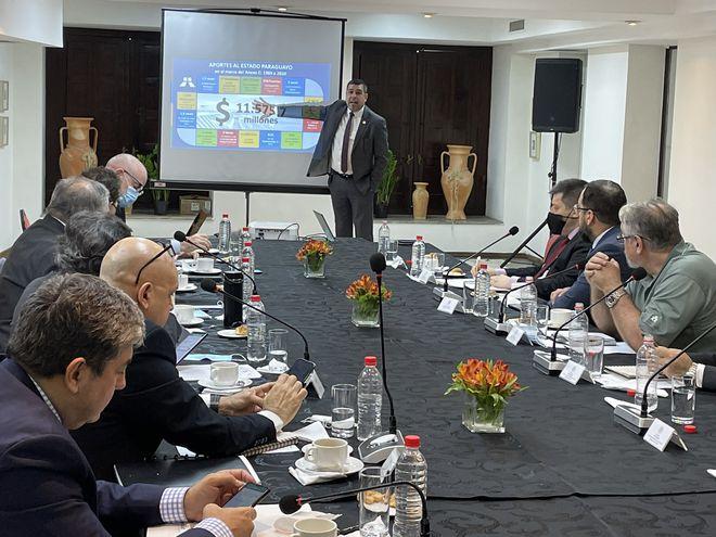 El director financiero de Itaipú, Fabián Domínguez, durante su exposición ante el GAS.