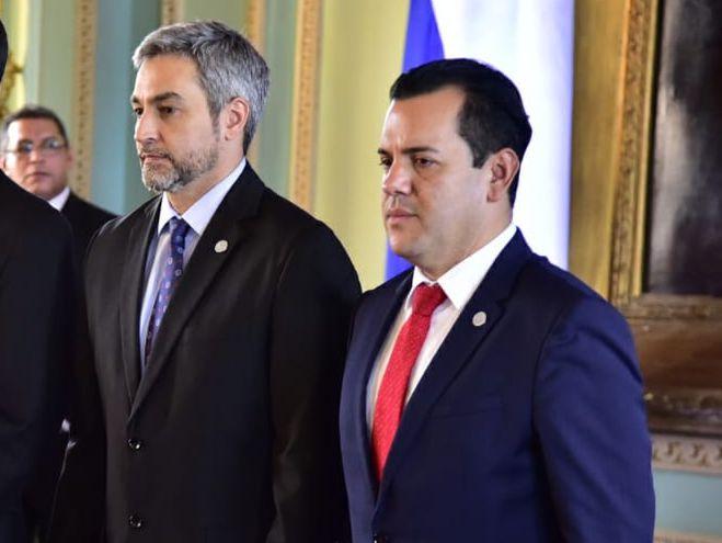 Juramento de Rodolfo Friedmann y Eber Ovelar como ministros.