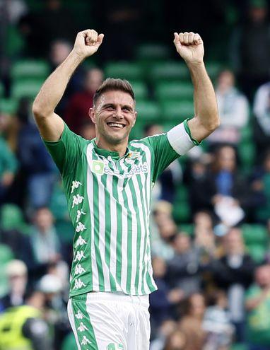 Joaquín Sánchez celebra tras la victoria ante el Athletic de Bilbao.
