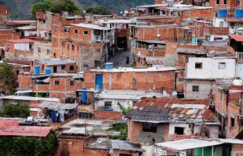 Al colapso económico de los venezolanos se suman ahora los cortes en telecomunicaciones que los mantiene desconectados.