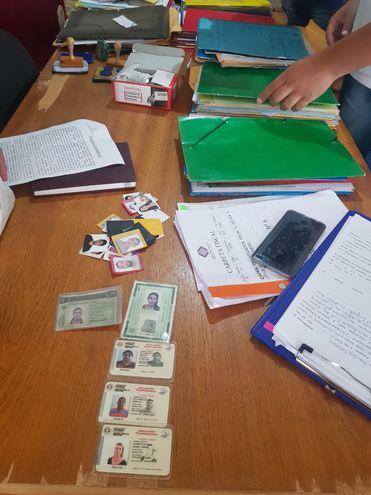 Evidencias incautadas en allanamientos en busca de presuntos falsificadores de documentos en Pedro Juan Caballero.