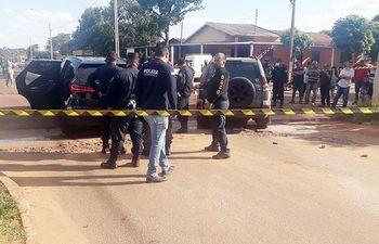 El lugar del atentado con los vehículos que fueron protagonistas. El hecho ocurrió en la tarde del pasado viernes en Pedro Juan.