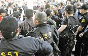 Guardias de seguridad de la empresa SST denunciaron explotación, descuentos compulsivos y falta de pago del seguro social. La firma estuvo a punto de ser beneficiada de nuevo por el IPS.