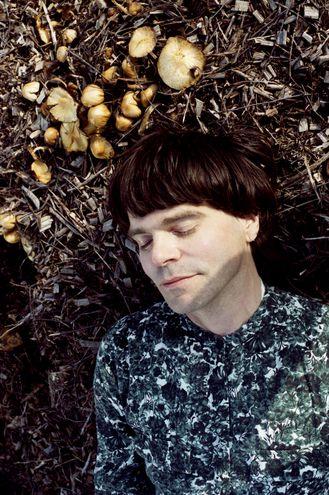 """Tim Burgess en una de las imágenes con las que promociona su nuevo disco """"I Love The New Sky""""."""