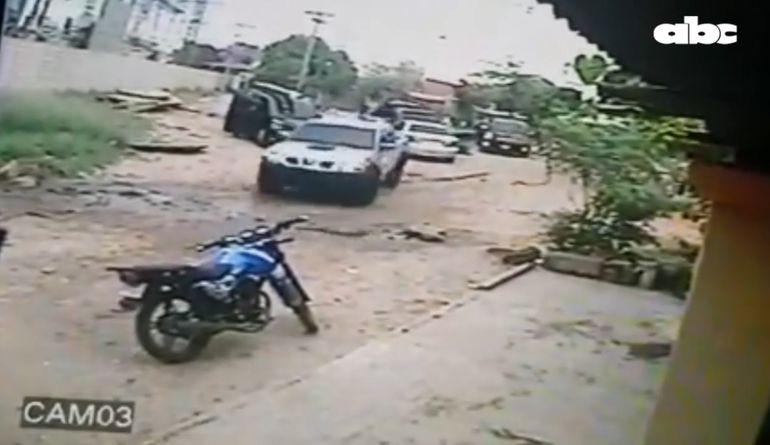 Atacantes huyeron en cuatro camionetas.