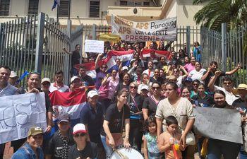 Enfermeras y obstetras se manifiestan para exigir reivindicaciones