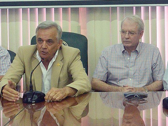 Darío Baumgarten, Manuel Riera, Luis Villasanti, Pedro Galli, Jorge Lamar y Juan Cácerez Bazán,  en la rueda de prensa de ayer  en ARP.