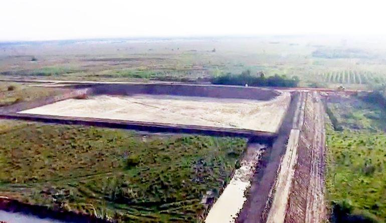 Grandes excavaciones que serán rellenadas con  basura se   pueden observar actualmente  dentro de la propiedad de 250 hectáreas.