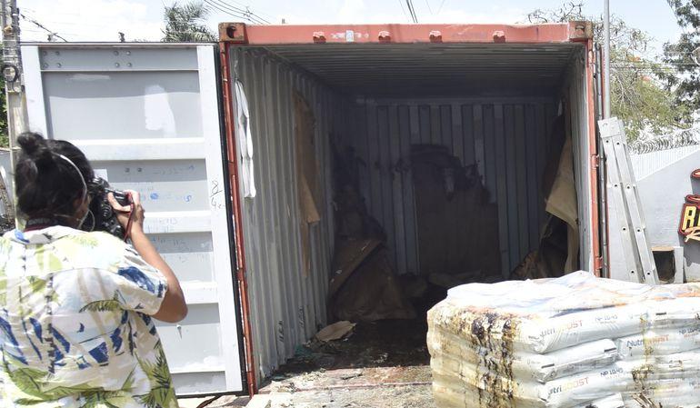 Los siete hombres europeos viajaron en un espacio de solo 30 centímetros que sobraba entre las bolsas con fertilizantes que venían al país y el techo del contenedor.
