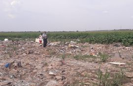 Hallan cadáver en descomposición en la Costanera de Asunción.